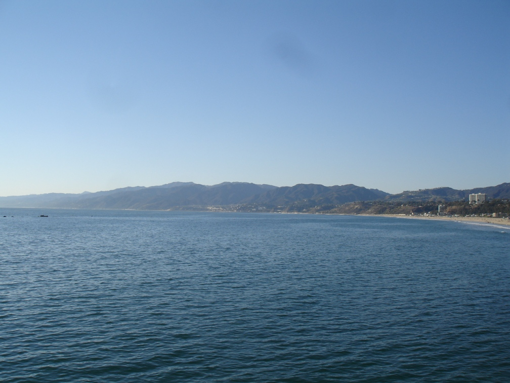 And some mountains a few miles upshore. Natural beauty: Cali's got tons of it